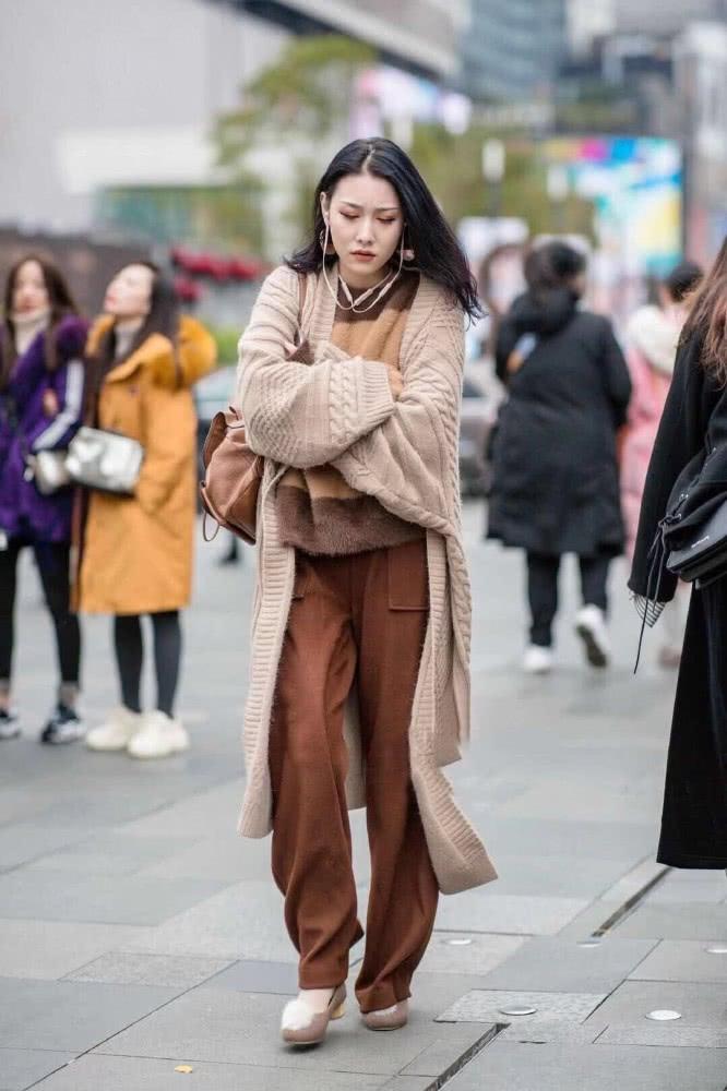 春装街拍造型示范 三套穿搭让你舒服又保暖