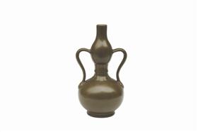 乾隆款茶叶末釉绶带瓶鉴赏