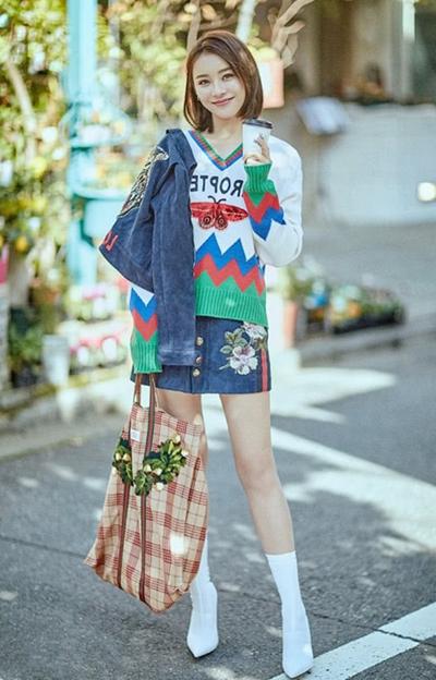 早春服装流行趋势示范 花毛衣为你穿搭画龙点睛