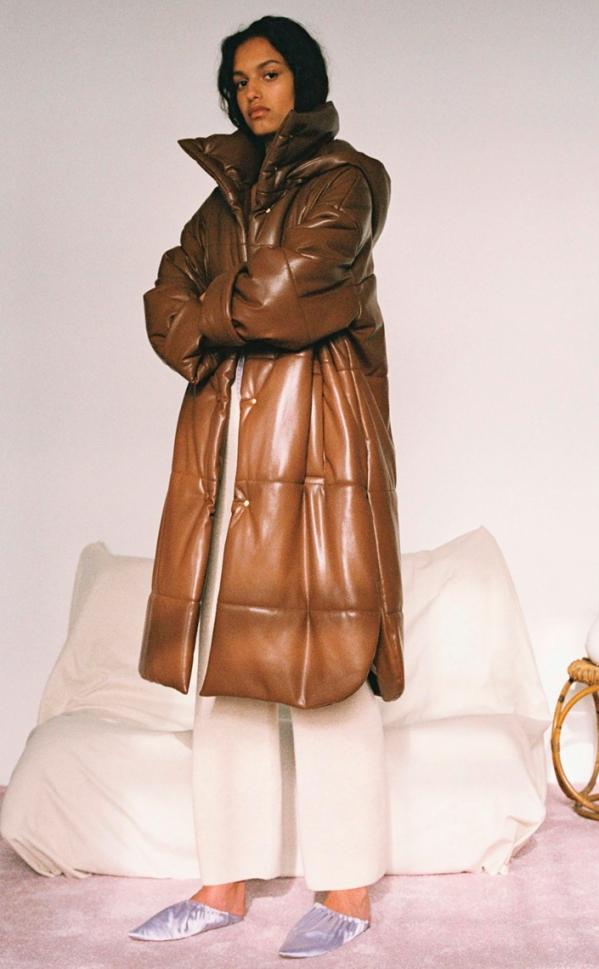 做好长款羽绒服搭配 寒冬里也要展示修长身形