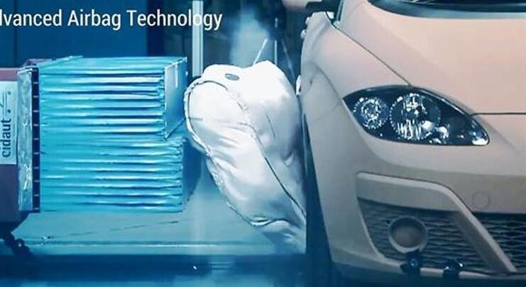 采埃孚推车身加入外部安全气囊 能减40%冲击力
