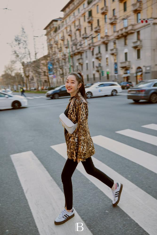 蒋梦婕大胆挑战新风格 米兰时装周表现亮眼
