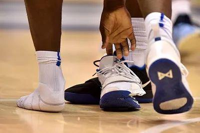 "NBA赛场意外""爆鞋"" 耐克股价蒸发13亿"