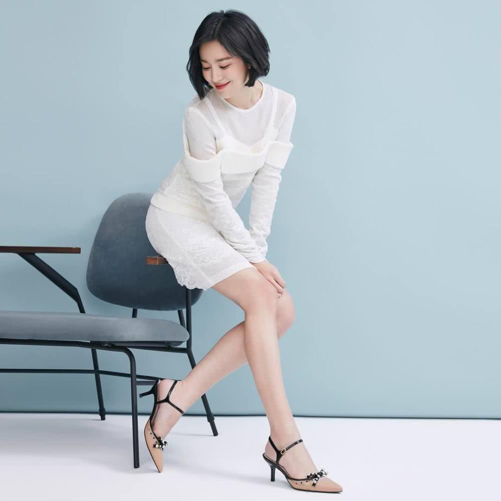 宋慧乔穿蕾丝裙 搭配短发仿佛回到18岁清纯少女