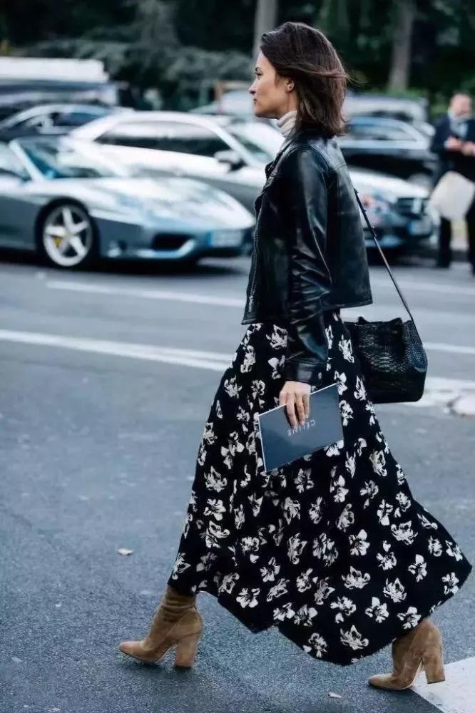 欧美穿衣搭配技巧示范 皮衣+裙装做街头最时髦的人