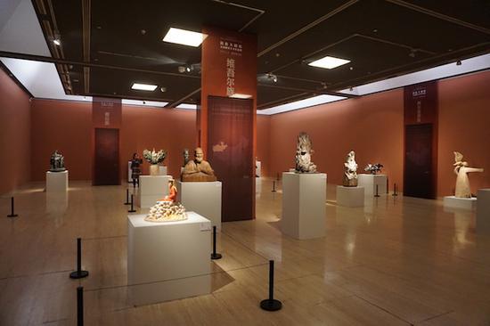 全国雕塑艺术作品展:反映56个民族的不同风采与鲜明特性