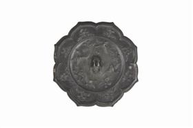 唐龟钮花鸟纹铜镜赏析