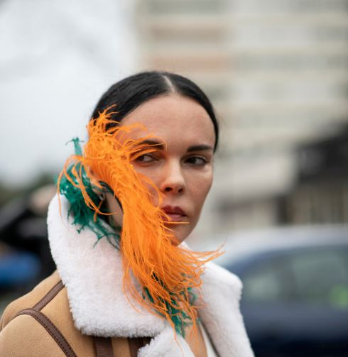 巴黎街头C位耳环 造型出彩夺人眼球