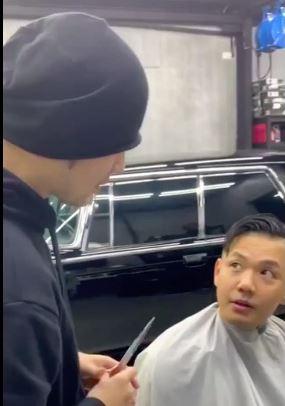 发型师周杰伦上线 陈建州成顾客一脸惊恐