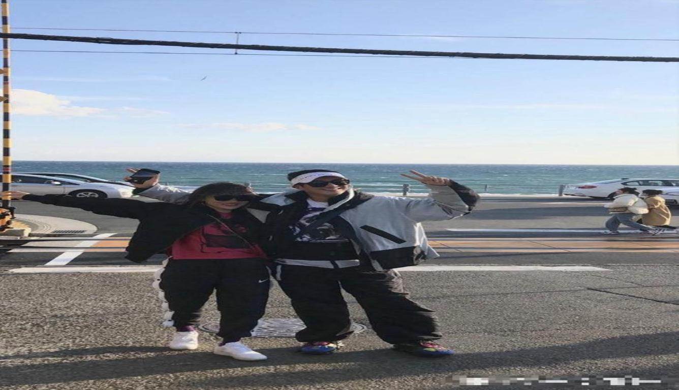 杜江霍思燕日本旅游 两人夫妻相十足