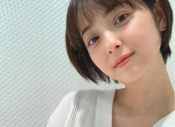 佐佐木希产后首露面 挑战出道14年最短发型