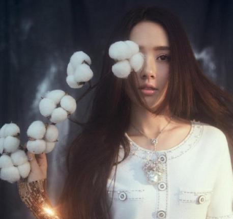 郭碧婷佩戴御木本珠宝拍摄杂志封面