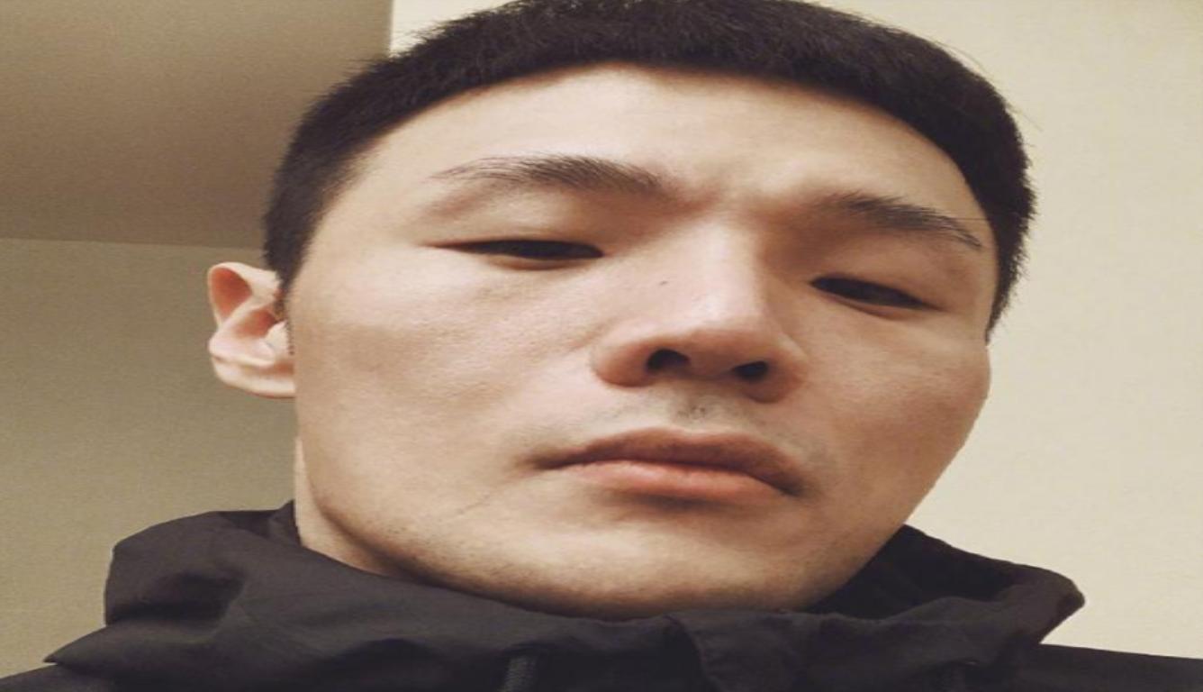 李荣浩耍酷遭调侃 网友让其睁开眼睛说话