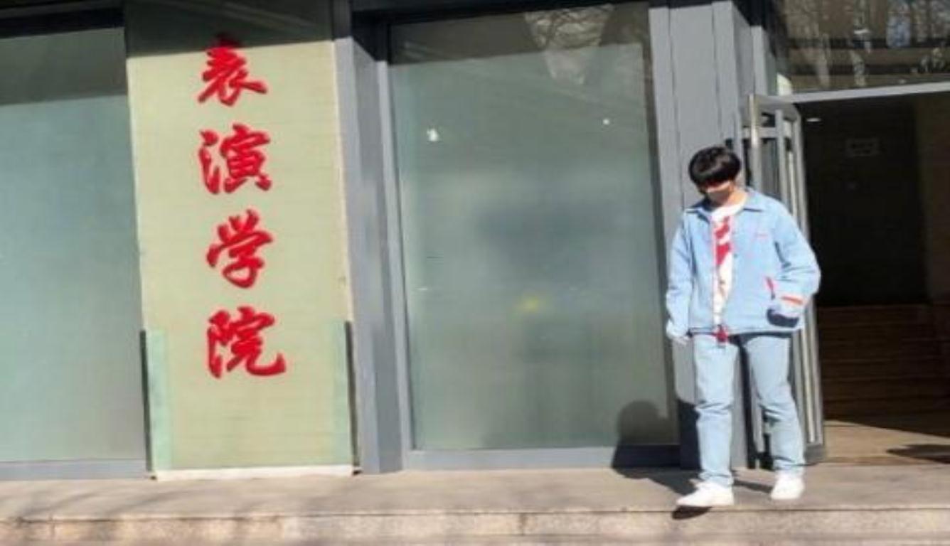 """北京电影学院开学 网友调侃王俊凯""""失踪人口""""终回归"""