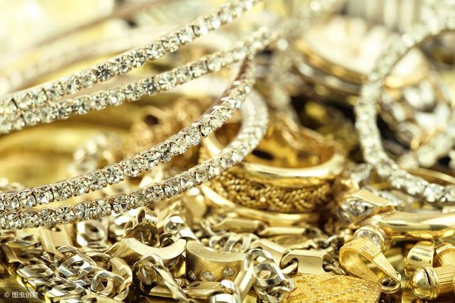 """珠宝市场从""""素转非""""再到""""非转素""""传达了哪些信号?"""