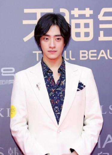 郑云龙佩戴TASAKI珠宝 彰显个性十足的独特绅士风范