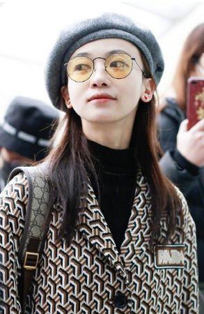 吴谨言机场穿搭参考 看令妃如何穿出少女感