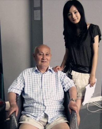 年前杨幂爷爷去世  杨幂忍痛拍戏网友自责忙安慰