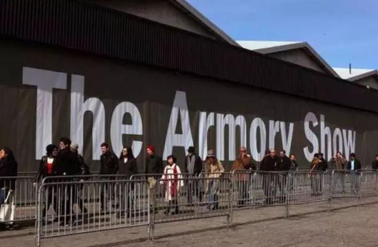 第25届军械库艺博会在纽约举行