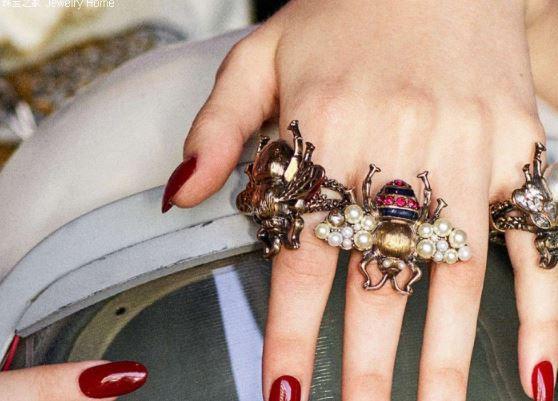 生于70年代的Gucci蜜蜂 重新现世掀起复古潮流