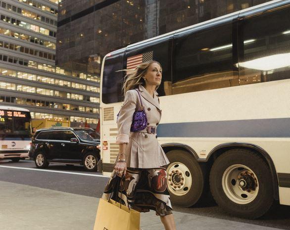 Fendi将推出2019复刻版紫色亮片BAGUETTE手袋 7月中旬起发售