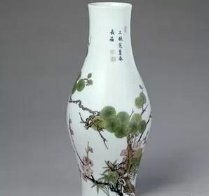 清雍正珐琅彩松竹梅图橄榄式瓶鉴赏