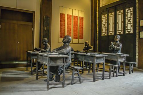 废弃鸡棚改造的民俗博物馆 完整复原前人生产生活的场景