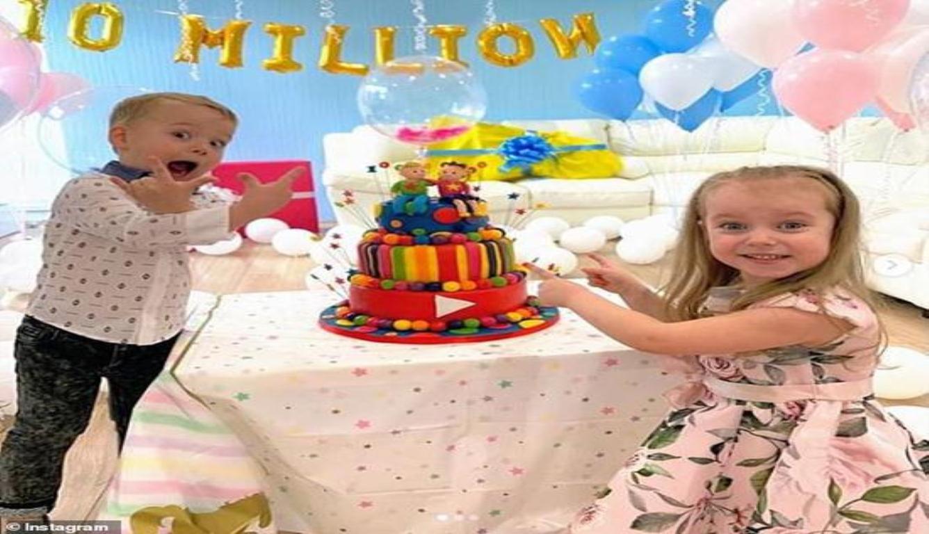玩玩具成百万富翁 英国一对小兄妹走红了