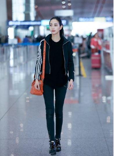 张钧甯机场街拍 炫酷运动风搭配大长腿超吸睛