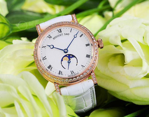 纤薄线条 宝玑经典系列9087女士镶钻月相腕表