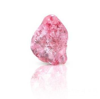 格拉夫以8,750,360美元收购一颗13.33克拉粉红钻原石