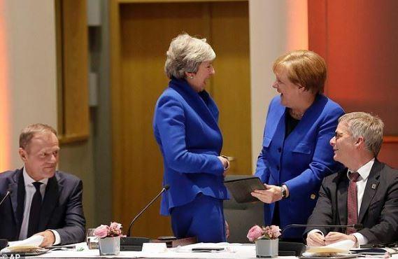 国际级撞衫 梅姨与默克尔只能哈哈大笑