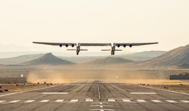 世界最大飞机首飞:把卫星送到10000米平流层发射