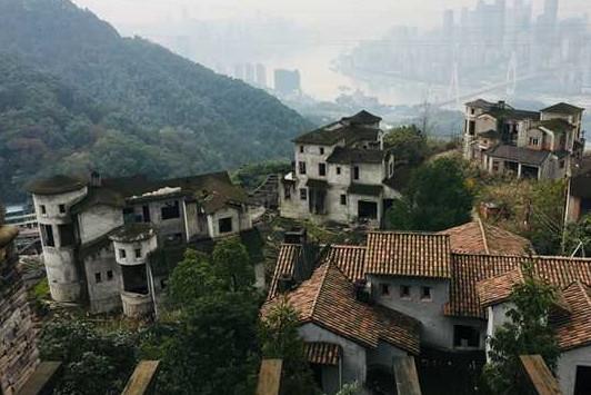 重庆绝版别墅烂尾记:新华信托被判赔4000万