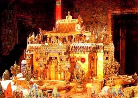 金碧辉煌的布达拉宫 除了黄金还有珠宝