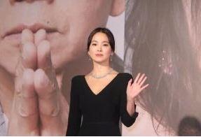 宋慧乔 蔡卓妍相伴CHAUMET珠宝亮相金像奖典礼