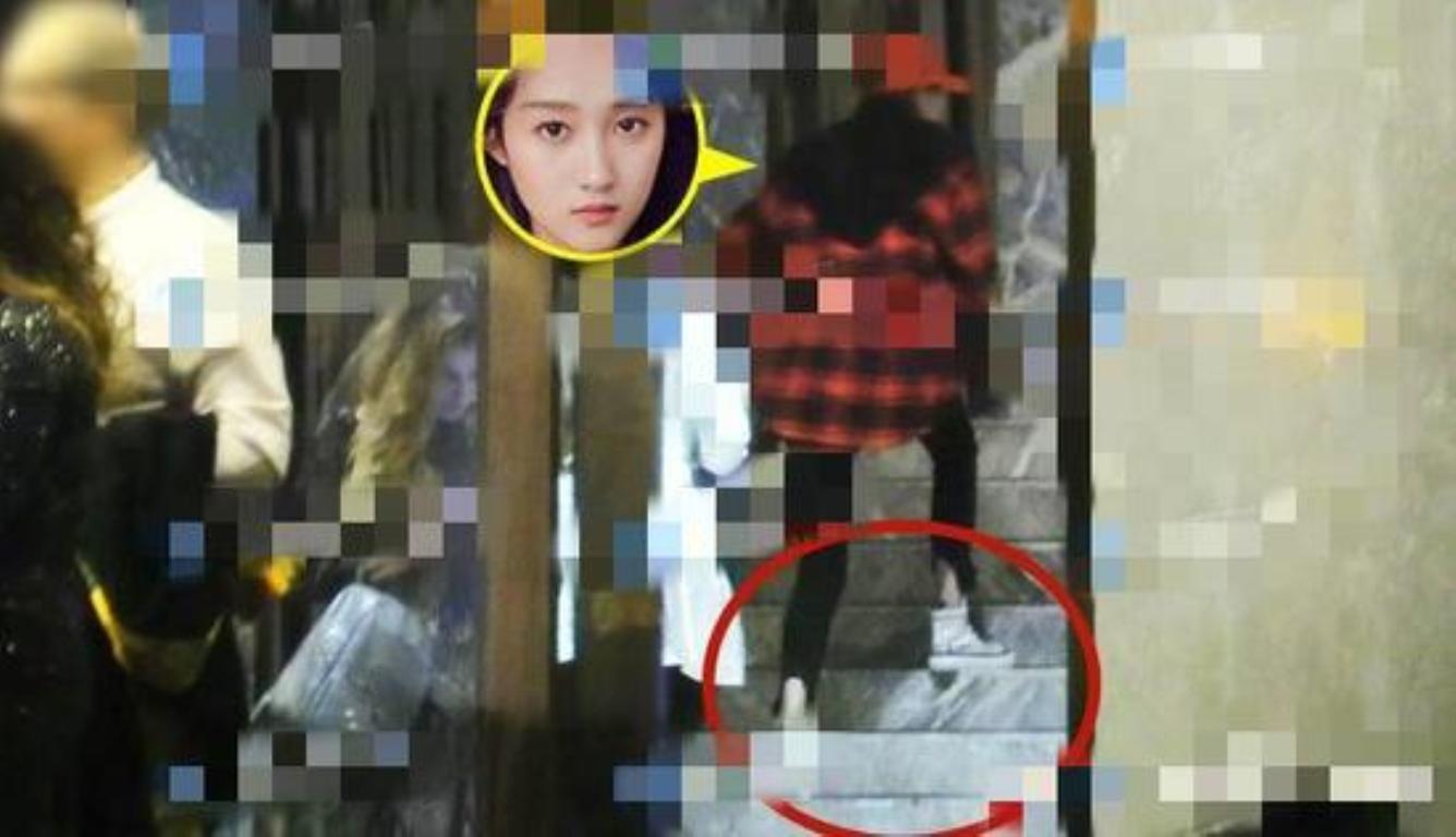 关晓彤赴鹿晗生日宴 这个细节引起了媒体注意