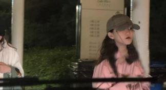 王菲带李嫣外出 母女俩双双大长腿气场十足