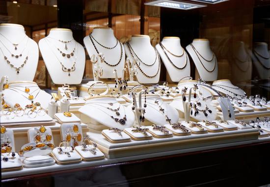 珠宝店店员监守自盗 盗走价值400万元金银珠宝