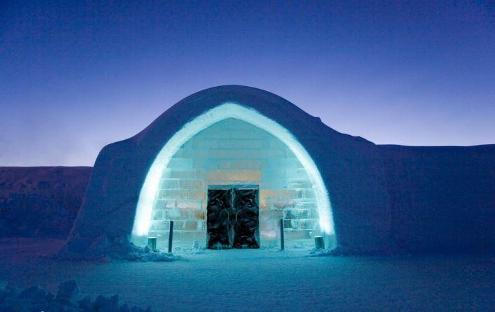 在冰雪之中寻找温暖——世界第一个冰雪酒店