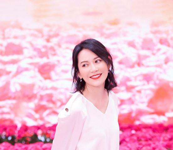 戴比尔斯相伴品牌挚友俞飞鸿优雅现身上海