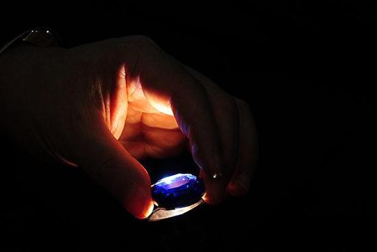 """博茨瓦纳发现一颗20克拉蓝钻石""""奥卡万戈蓝"""""""