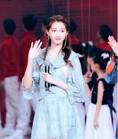 当国名闺女撞衫韩国青春原力代表郑秀晶