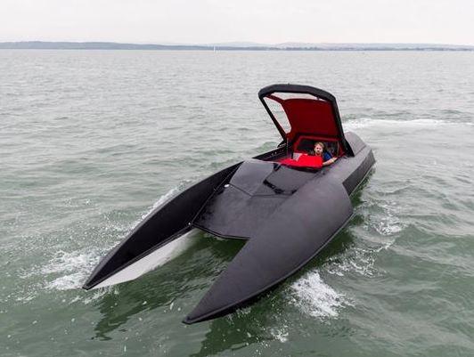 水中的喷气飞机 奢华和速度:阿尔法·半人马座游艇