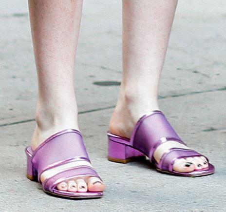 慵懒夏日度假出街 拖鞋才是最强辅助