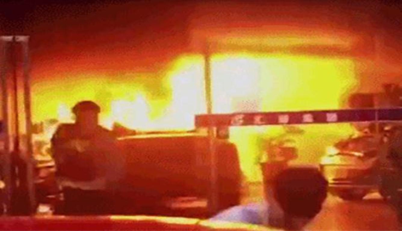 东莞车行市场起火 只有纵火嫌疑人1人受伤