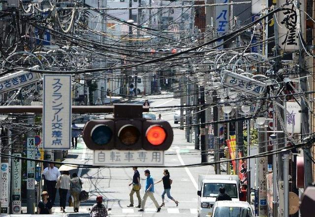 经济发达的日本 为何街上的电线却杂乱无章?