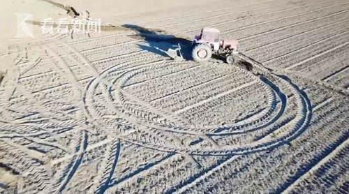 """""""土地艺术家""""用拖拉机作画"""