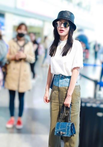 秦岚现身机场 她的裤子让人忍不住想提一把