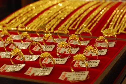 印度佛陀满月节的铂金与黄金展开激烈竞争